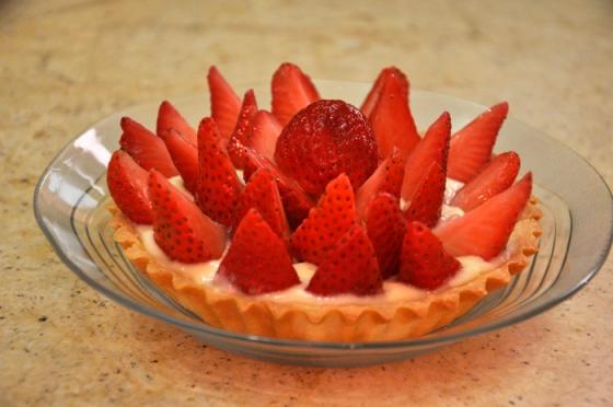 تارت الفراولة بنينة ساهلة بالصور strawberry-tart-15-e280ab.jpg?w=560