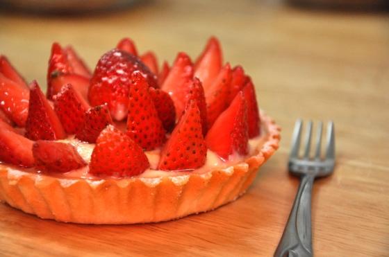 تارت الفراولة بنينة ساهلة بالصور strawberry-tart-e280ab.jpg?w=560